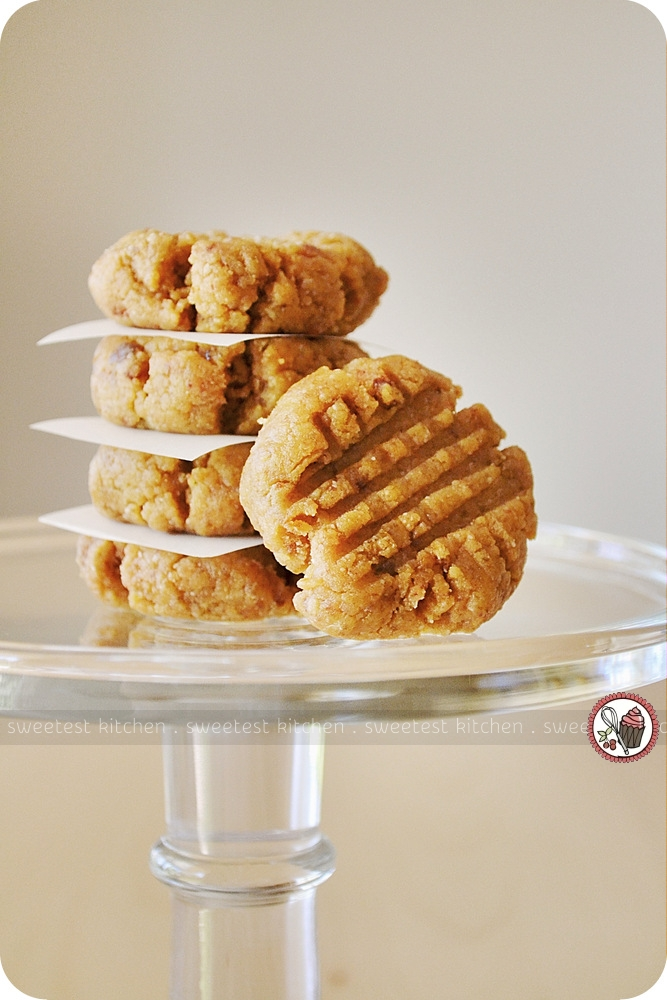 raw peanut butter cookies sweetest kitchen. Black Bedroom Furniture Sets. Home Design Ideas