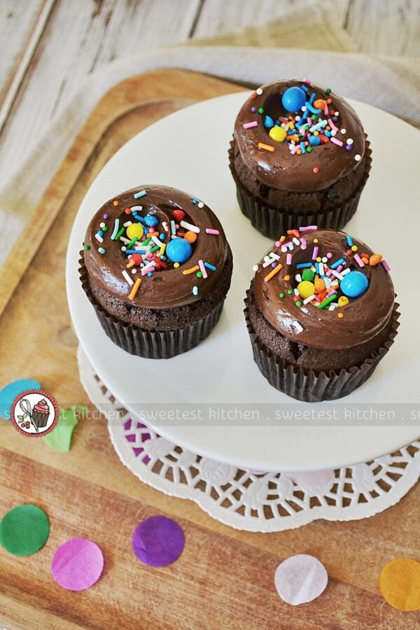 Chocolate Cupcakes With Fudge Frosting Sweetest Kitchen